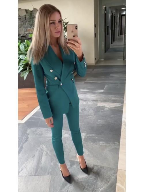 Kostým šitý na mieru v smaragdovej farbe